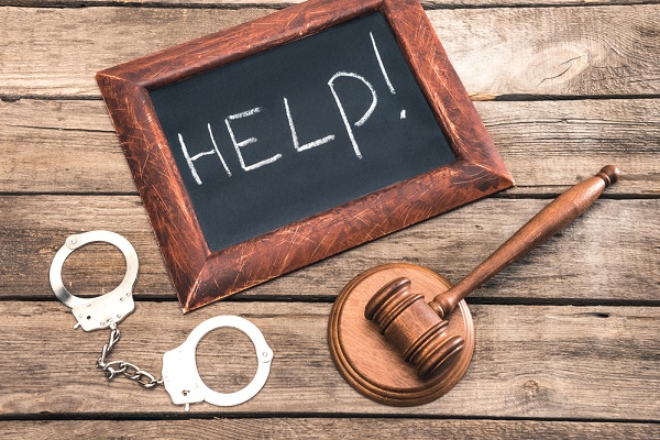 In what circumstances should you hire a defense criminal lawyer?