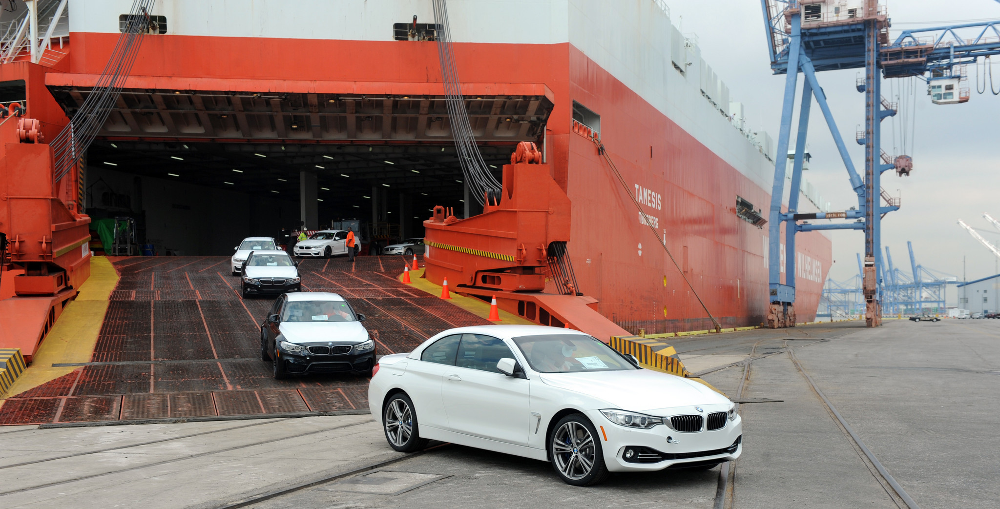 Role of A Customs Broker in A Successful Car Importing to Canada
