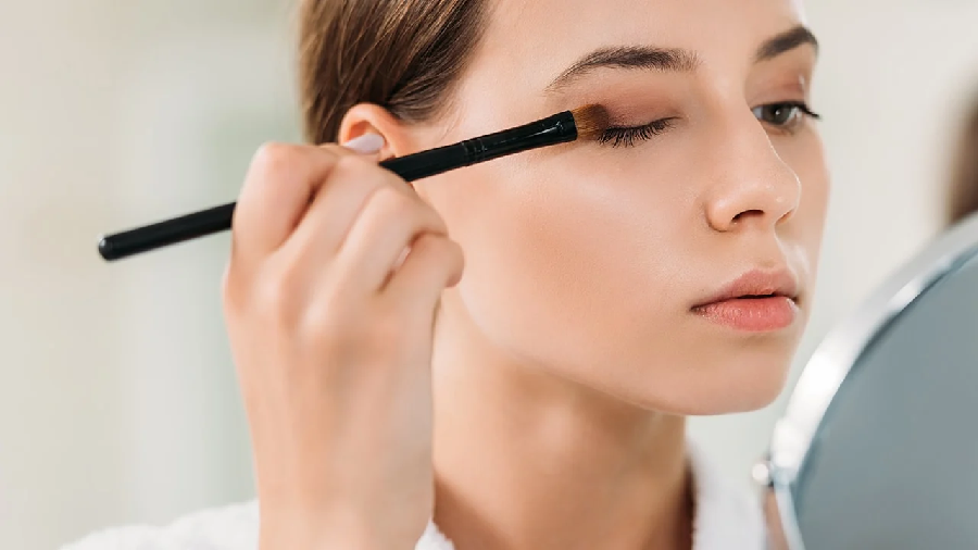 Enhance the Eye Beauty with Perfect Eyeshadows and Shades